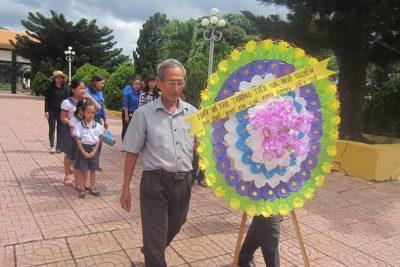 Viếng Nghĩa trang nhân kỷ niệm 70 năm ngày Thương binh Liệt sĩ 27/7 (1947-2017)